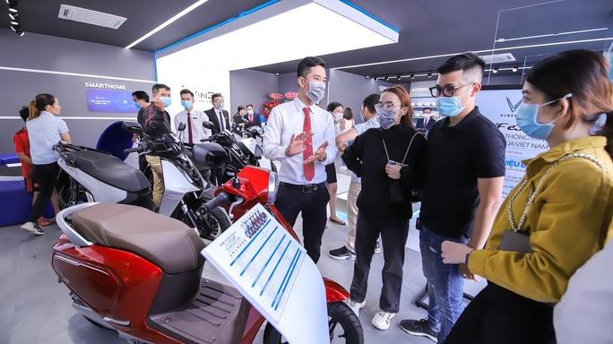 VinFast tặng pin lithium cho khách hàng mua xe máy điện VinFast Ludo và Impes - Ảnh 3.