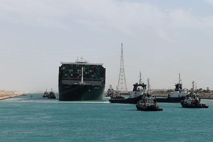 Tin mừng từ kênh đào Suez - Ảnh 1.