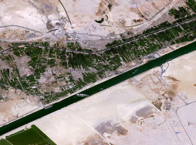 Toàn cảnh giải cứu siêu tàu mắc cạn trên kênh đào Suez - Ảnh 14.
