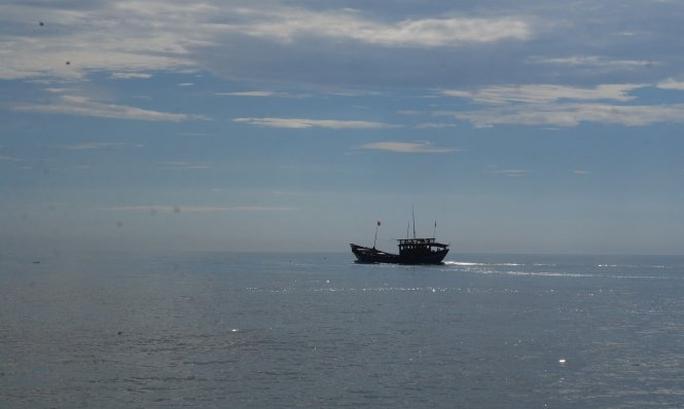 Tàu hàng khủng đâm chìm tàu cá ngư dân Quảng Bình rồi bỏ chạy - Ảnh 1.