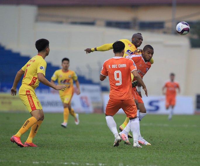 Chủ nhà Thanh Hóa thảm bại trước SHB Đà Nẵng - Ảnh 4.