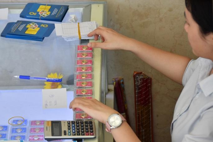 Giá vàng hôm nay 29-3: Vừa mở cửa, vàng SJC đã sụt giá - Ảnh 1.