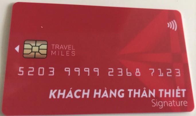 Nhiều người mắc lừa đóng phí làm thẻ khách hàng vay tiền lãi suất thấp - Ảnh 1.