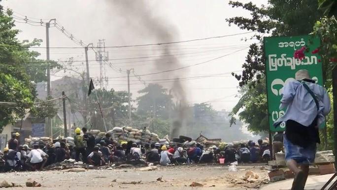 Hơn 500 người chết, Myanmar hứng biểu tình rác - Ảnh 1.