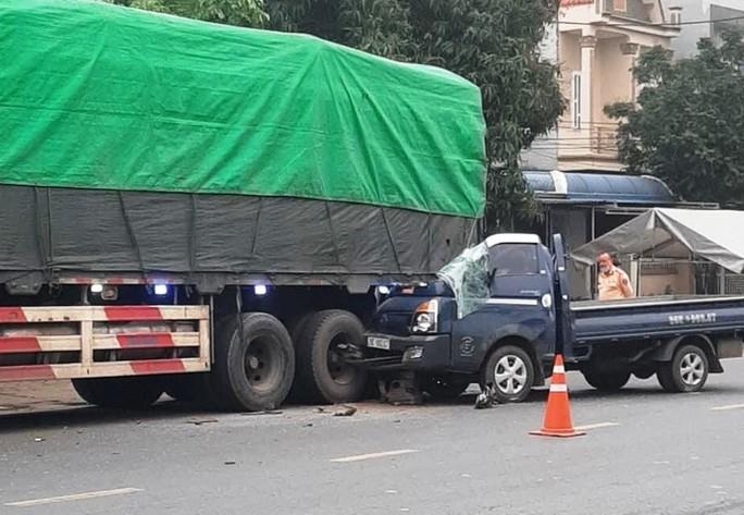 Xe tải tông đuôi xe đầu kéo, phụ xe tử vong tại chỗ - Ảnh 1.