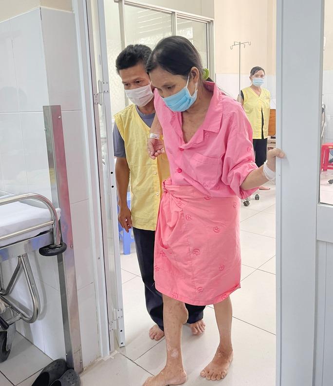 Người phụ nữ khốn khổ với khối u 19 kg ở vùng mông - Ảnh 1.
