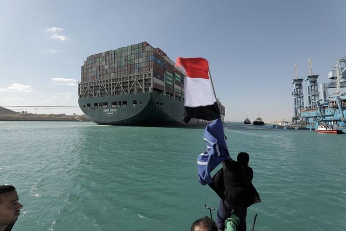 Kênh đào Suez khai thông, nỗi lo còn đó - Ảnh 1.