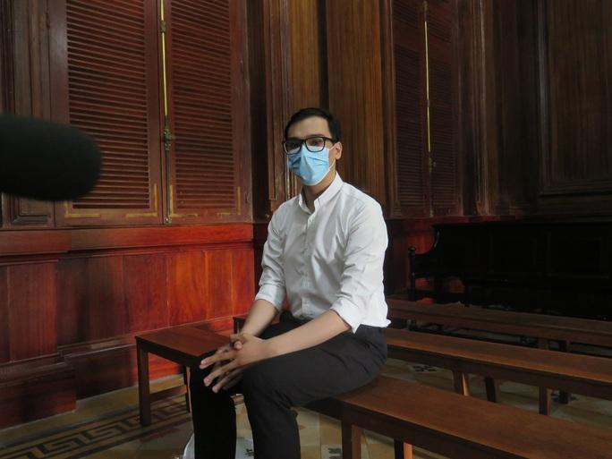 CLIP: Hình ảnh đầu tiên ở tòa của cựu tiếp viên hàng không làm lây lan dịch bệnh Covid-19 - Ảnh 3.