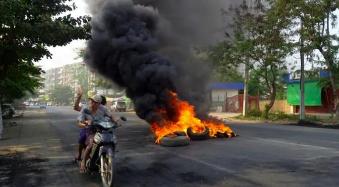 Mỹ đánh mạnh vào túi tiền của Myanmar - Ảnh 2.