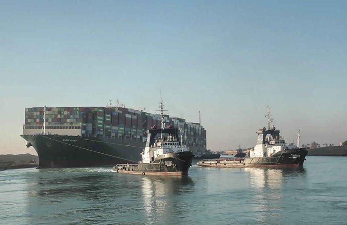 """Chi phí bảo hiểm """"khủng"""" trong vụ siêu tàu mắc cạn trên kênh đào Suez - Ảnh 1."""