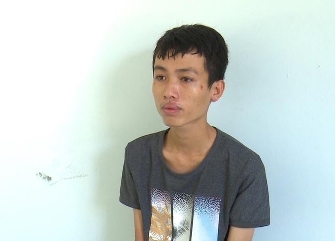 CLIP: Bắt tạm giam gã trai hiếp dâm bé gái sau cuộc nhậu - Ảnh 2.