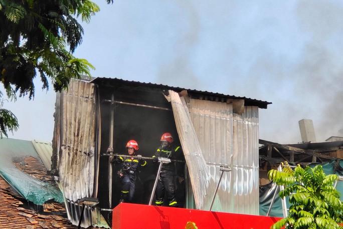 CLIP: Cháy gần trường học ở trung tâm TP HCM - Ảnh 3.