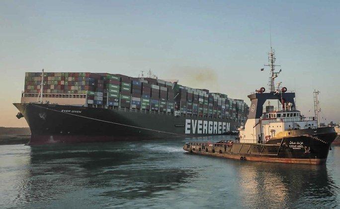Chùm ảnh hàng trăm tàu lũ lượt qua kênh đào Suez - Ảnh 7.