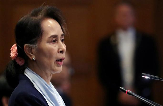 Myanmar: Luật sư tiết lộ sắc mặt bà Suu Kyi hậu đảo chính - Ảnh 1.