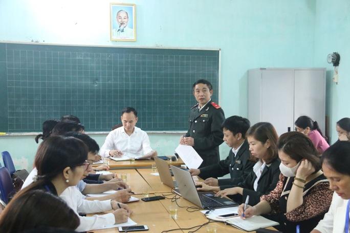 Bộ GD-ĐT lên tiếng vụ nữ giáo viên Tiểu học Sài Sơn B tố bị nhà trường trù dập - Ảnh 1.