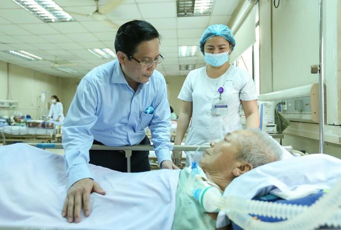 Mai vàng nhân ái thăm nhạc sĩ Phú Quang - Ảnh 4.