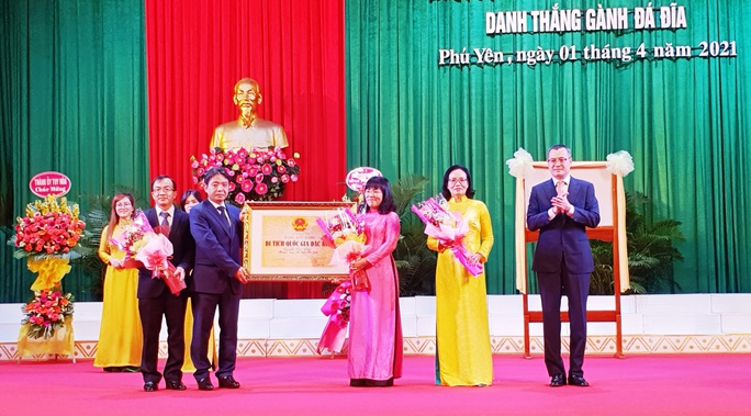 Kỷ niệm 410 năm thành lập, Phú Yên đón nhận bằng di tích quốc gia đặc biệt Gành Đá Đĩa - Ảnh 1.