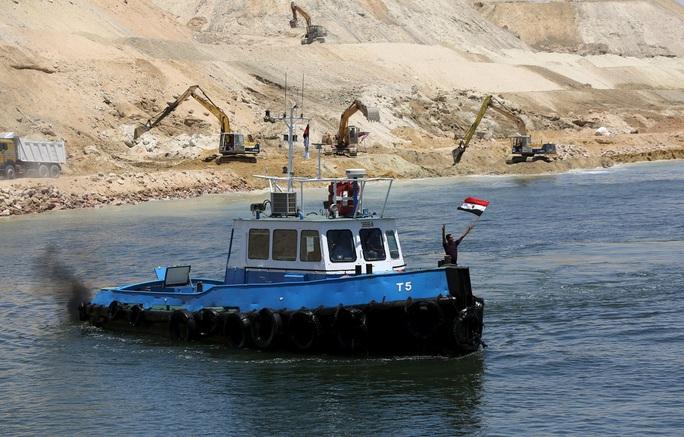 Dậy sóng từ kênh đào Suez: Nói dễ, đào khó! - Ảnh 1.