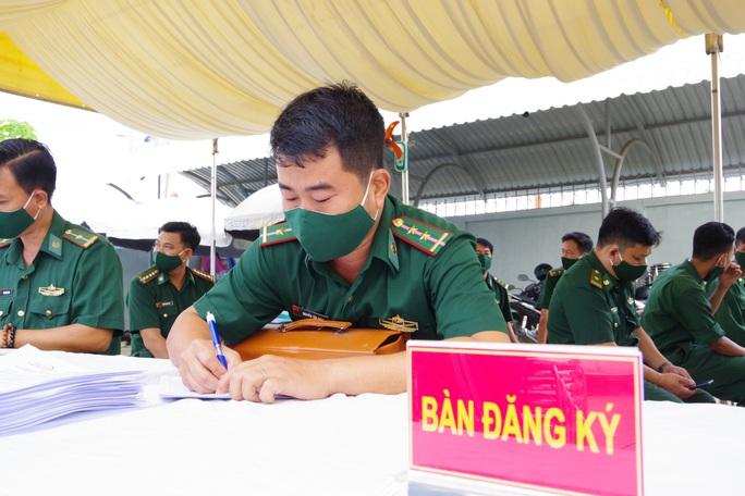 Tiêm vắc-xin Covid-19 cho cán bộ, chiến sĩ biên phòng Tây Ninh - Ảnh 1.