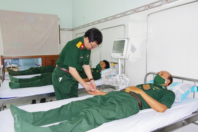 Tiêm vắc-xin Covid-19 cho cán bộ, chiến sĩ biên phòng Tây Ninh - Ảnh 4.