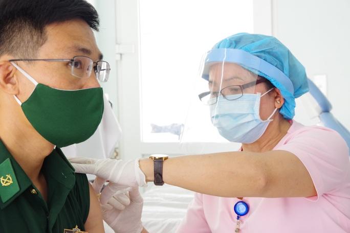 Tiêm vắc-xin Covid-19 cho cán bộ, chiến sĩ biên phòng Tây Ninh - Ảnh 3.