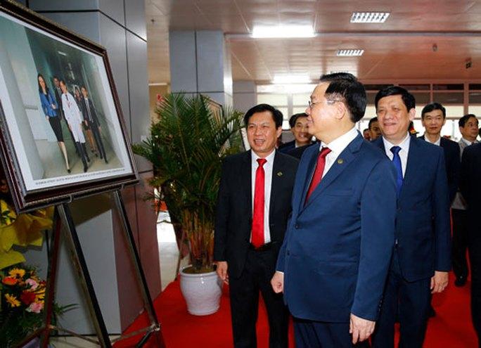 Chủ tịch Quốc hội Vương Đình Huệ thăm, làm việc tại Nghệ An - Ảnh 1.