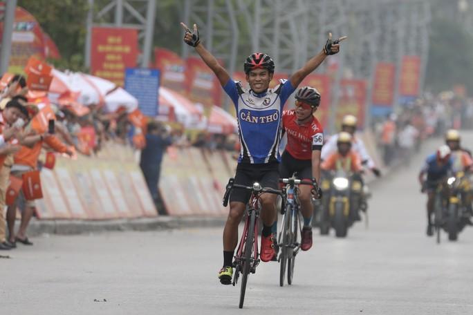 Tay đua Lê Nguyệt Minh trượt ngã ngay mức đến, bị cảnh cáo - Ảnh 5.
