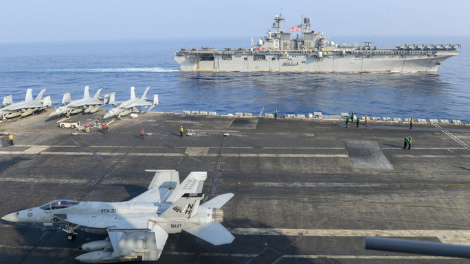 Mỹ - Trung làm dậy sóng biển Đông - Ảnh 1.