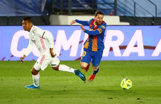 Hạ Barcelona ở siêu kinh điển, Real Madrid soán ngôi đầu La Liga - Ảnh 1.