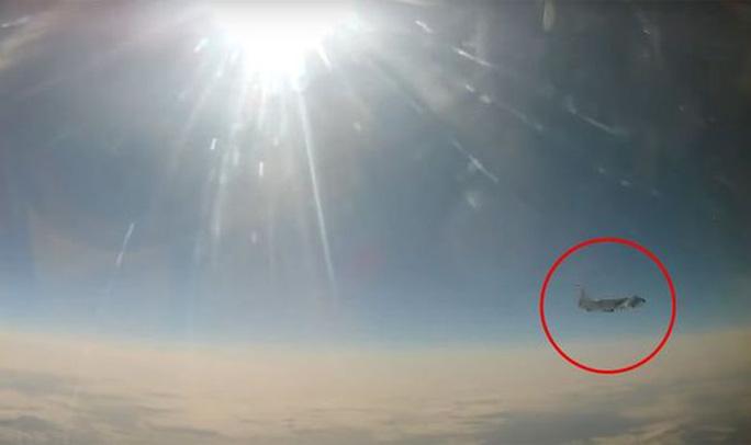 Căng thẳng leo thang, Nga chặn máy bay Mỹ - Ảnh 1.