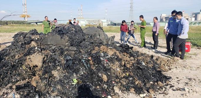 Đem hàng ngàn tấn chất thải rắn về Bình Chánh san lấp rồi ngụy trang - Ảnh 1.