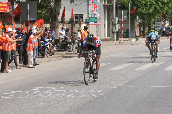 Giải xe đạp Cúp Truyền hình TP HCM: Trần Tuấn Kiệt tỏa sáng tại quê Bác - Ảnh 2.