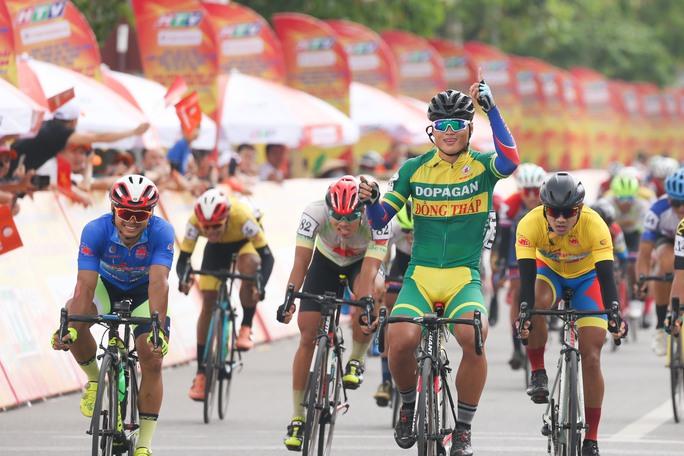 Giải xe đạp Cúp Truyền hình TP HCM: Trần Tuấn Kiệt tỏa sáng tại quê Bác - Ảnh 4.