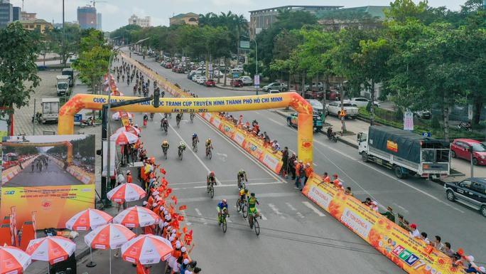 Giải xe đạp Cúp Truyền hình TP HCM: Trần Tuấn Kiệt tỏa sáng tại quê Bác - Ảnh 3.