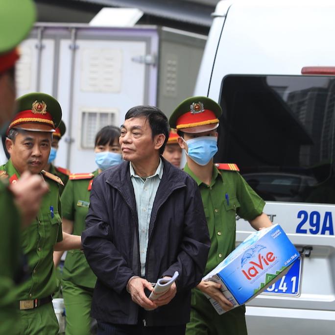 CLIP: Các bị cáo vụ Gang thép Thái Nguyên gây thất thoát 830 tỉ đồng hầu toà - Ảnh 3.