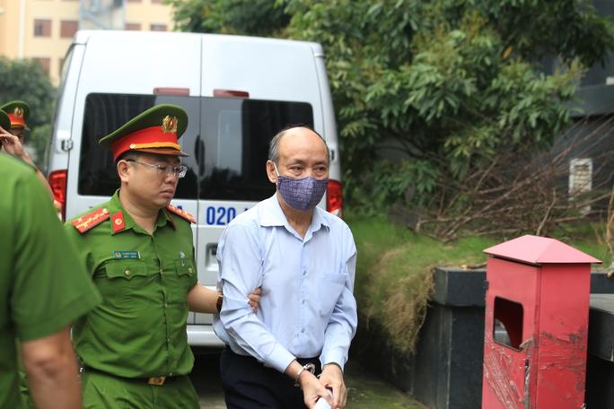 CLIP: Các bị cáo vụ Gang thép Thái Nguyên gây thất thoát 830 tỉ đồng hầu toà - Ảnh 1.