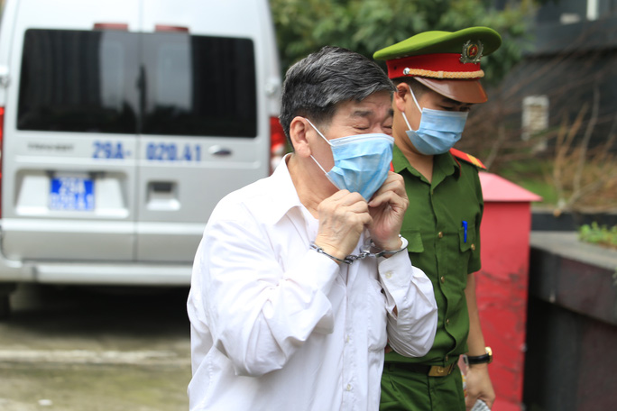 CLIP: Các bị cáo vụ Gang thép Thái Nguyên gây thất thoát 830 tỉ đồng hầu toà - Ảnh 4.