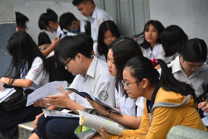Tuyển sinh lớp 10: Siết đăng ký nguyện vọng - Ảnh 1.