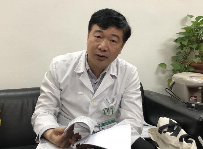 Hơn 200 cán bộ y tế Bệnh viện Bạch Mai nghỉ việc: Lãnh đạo bệnh viện nêu 4 lý do  - Ảnh 1.