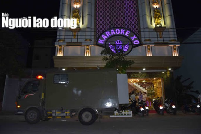 """CLIP: Sau vụ nổ súng kinh hoàng, karaoke XO ở Tiền Giang lại có """"biến"""" - Ảnh 2."""