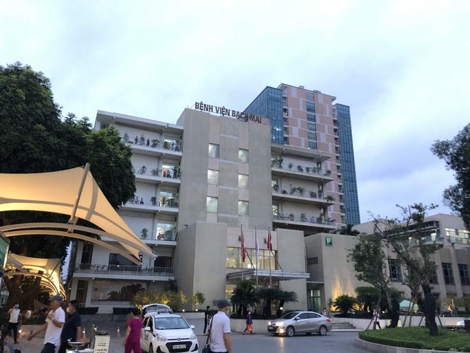 Hàng trăm bác sĩ Bệnh viện Bạch Mai nghỉ việc - Ảnh 1.