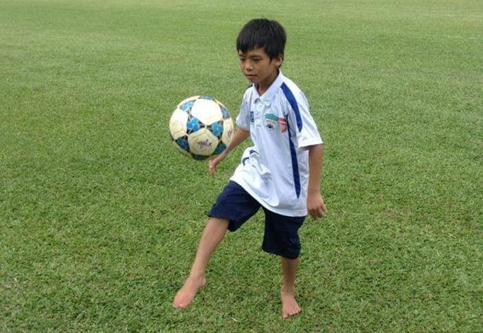 Gặp lại tài năng trẻ thấp còi nhất HAGL, nay cao hơn Messi - Ảnh 2.