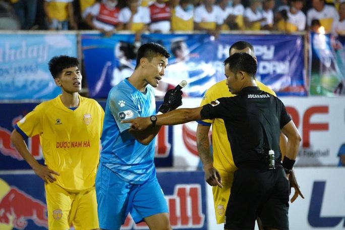 Trọng tài làm nóng V-League - Ảnh 1.
