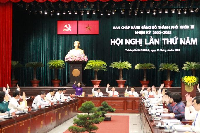 Hội nghị lần thứ 5 Ban Chấp hành Đảng bộ TP HCM khóa XI bàn nhiều việc quan trọng - Ảnh 2.