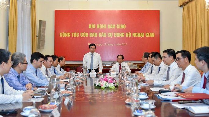 Phó Thủ tướng Phạm Bình Minh bàn giao nhiệm vụ Bộ trưởng Ngoại giao - Ảnh 2.