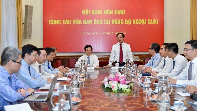 Phó Thủ tướng Phạm Bình Minh bàn giao nhiệm vụ Bộ trưởng Ngoại giao - Ảnh 3.