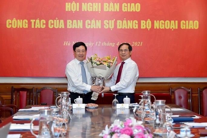 Phó Thủ tướng Phạm Bình Minh bàn giao nhiệm vụ Bộ trưởng Ngoại giao - Ảnh 1.