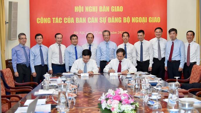 Phó Thủ tướng Phạm Bình Minh bàn giao nhiệm vụ Bộ trưởng Ngoại giao - Ảnh 4.