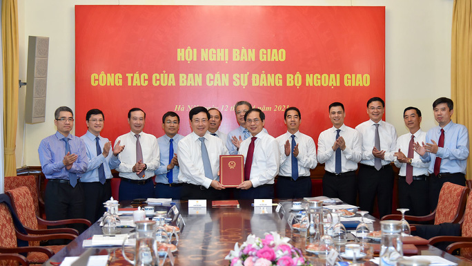 Phó Thủ tướng Phạm Bình Minh bàn giao nhiệm vụ Bộ trưởng Ngoại giao - Ảnh 5.