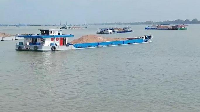 Lãnh đạo tỉnh An Giang nói về khai thác mỏ cát và sạt lở bờ sông - Ảnh 1.
